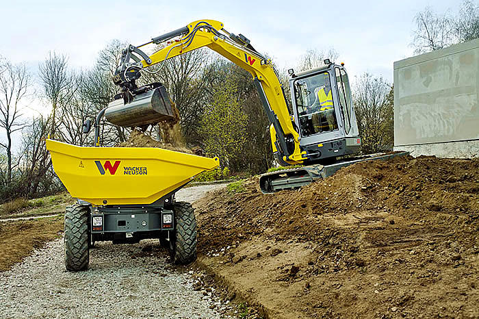 zero tail excavator EZ53 in cooperation with wheel dumper DW50
